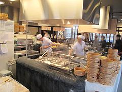 店内:厨房@丸亀製麺・那珂川店
