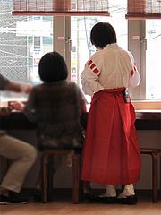 店内:巫女さん@ちょんまげ侍・博多川端商店街