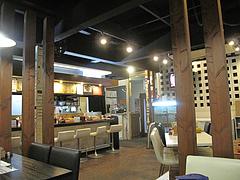 店内:カウンターとテーブル@LA-麺HOUSE将丸・親富孝通り・天神