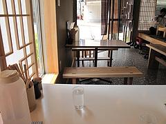4店内:テーブル席@オレズマガラズ・須崎店