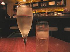 バー:スパークリングワインとハイボール@ダイニングバー・オプト(OPT)・薬院
