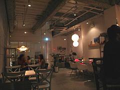 店内:テーブル席@daitu(ダイツ)・カフェ&バー・春吉