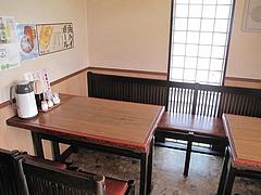 4店内:テーブル@中華の鉄人・須崎