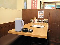 4店内:テーブル@長浜将軍・ラーメン・那珂川店