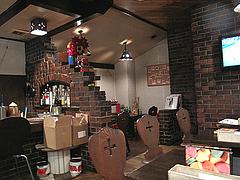 0店内:カウンターとテーブル席@ダイニングバー・すばらしき仲間たち・大橋
