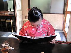 店内:テーブル席@博多つけうどん・忍々・櫛田神社前