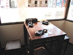 店内:窓際テーブル席@六壱○(ろくいちまる)・平尾