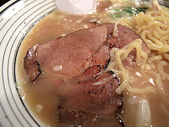 料理:魚介中華そばの炙りチャーシュー@めん屋とんでもねえ・春吉