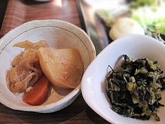 11ランチ:唐揚げプレートの肉じゃがと高菜漬@baby's cafe(ベイビーズカフェ)・ドッグカフェ