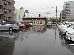 外観:駐車場@久留米大砲ラーメン・小田部店