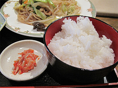 14ランチ:小ライスとキムチ@大連屋台料理Lee(李・リー)