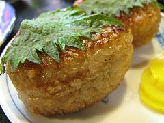 料理:焼きおにぎりアップ@焼鳥みのかさ・小笹