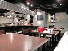 店内:カウンターとテーブル席@三ケ森蕎麦・舞鶴