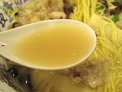 料理:豚足麺のスープ@大明坦々麺・博多デイトス店麺街道