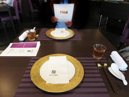 3店内テーブル