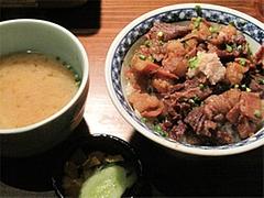料理:もつ丼(味噌汁・香の物)680円@柳橋もつ元柳橋連合市場・福岡