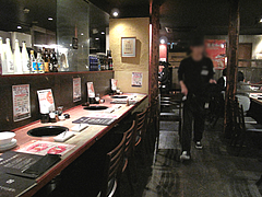 店内:カウンターとテーブル席@牛角・東比恵店