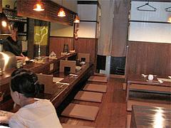 店内:カウンターと掘りごたつ席@串揚げ・ひょうたん・赤坂店