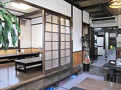 店内:小上がりとテーブル@うどん・喜良久(きらく)・春日