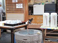 店内:セルフのお茶と手水@川端ぜんざい・博多川端商店街
