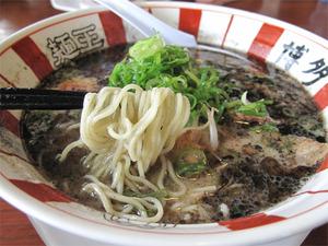 15黒ラーメン604円@博多麺王