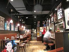 店内:カウンターとテーブル席@釜山亭・キャナルシティ博多・ラーメンスタジアム