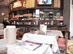 店内:カウンターとテーブル席@点心楼・台北・薬院店