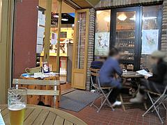 店内:テーブル席@ワイン角打ち・赤木酒店・大橋