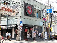 外観:並びは一蘭・西新商店街店@博多ラーメンはかたや・西新店