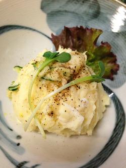 10卵黄入りポテサラ@酒房・武蔵