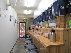 2店内:カウンター・テーブル・小上がり@長浜ラーメン・よつば屋・西新