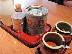 3店内:卓上@札幌味噌ラーメン・すみれ・博多店