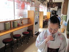 5店内:テーブル席@博多ラーメン・唐木屋・七隈店