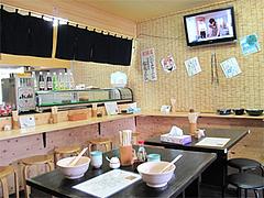 店内:カウンターとテーブル席@中々うどん・博多区竹下