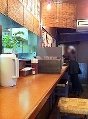 店内:カウンター@らーめん・麺屋・遊楽