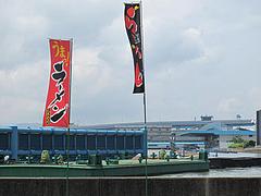 20外観:川向こうの競艇場(ボートレース福岡)@博多ダーメン屋八千代店(八千代ダーメン)