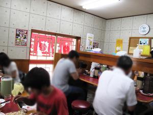 6カウンターとテーブル@千龍ラーメン
