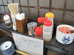 19店内:卓上@博多ラーメンしばらく祇園店