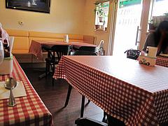 店内:テーブル席ソファ@マドンナ・マイアーラ・イタリアン