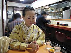 3店内:カウンターとテーブル@中華料理・李華・六本松