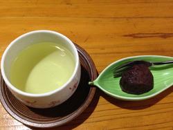 2お茶とおはぎ@旅館・四つ葉