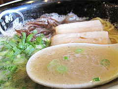 14ラーメンランチ:ラーメン・魚介豚骨スープ@博多新風・高宮本店