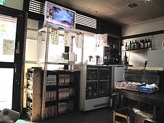 15店内:テレビと漫画とお茶コーナー@一やのごはん・春吉