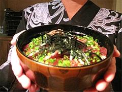 料理:もつ丼の大きさ@柳橋もつ元柳橋連合市場・福岡