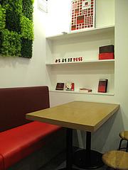 店内:奥のテーブル席@PIZZAREVO(ピザレボ)・薬院