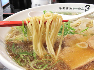 8牛骨醤油らーめん麺@牛骨醤油ラーメン3