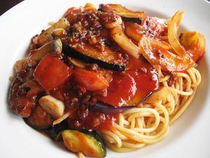 5夏野菜と挽肉のスパイシーチリパスタ@ワンパーク大濠