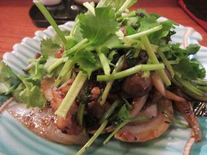 9パクチーと豚バラ肉のドウチ炒め@ナリヤ