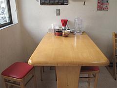 3店内:テーブル席@ラーメン・金田家・行橋