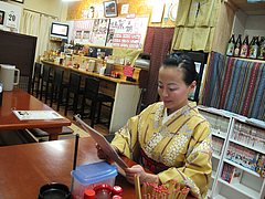 4店内:カウンターとテーブル@威風堂々・居酒屋・六本松